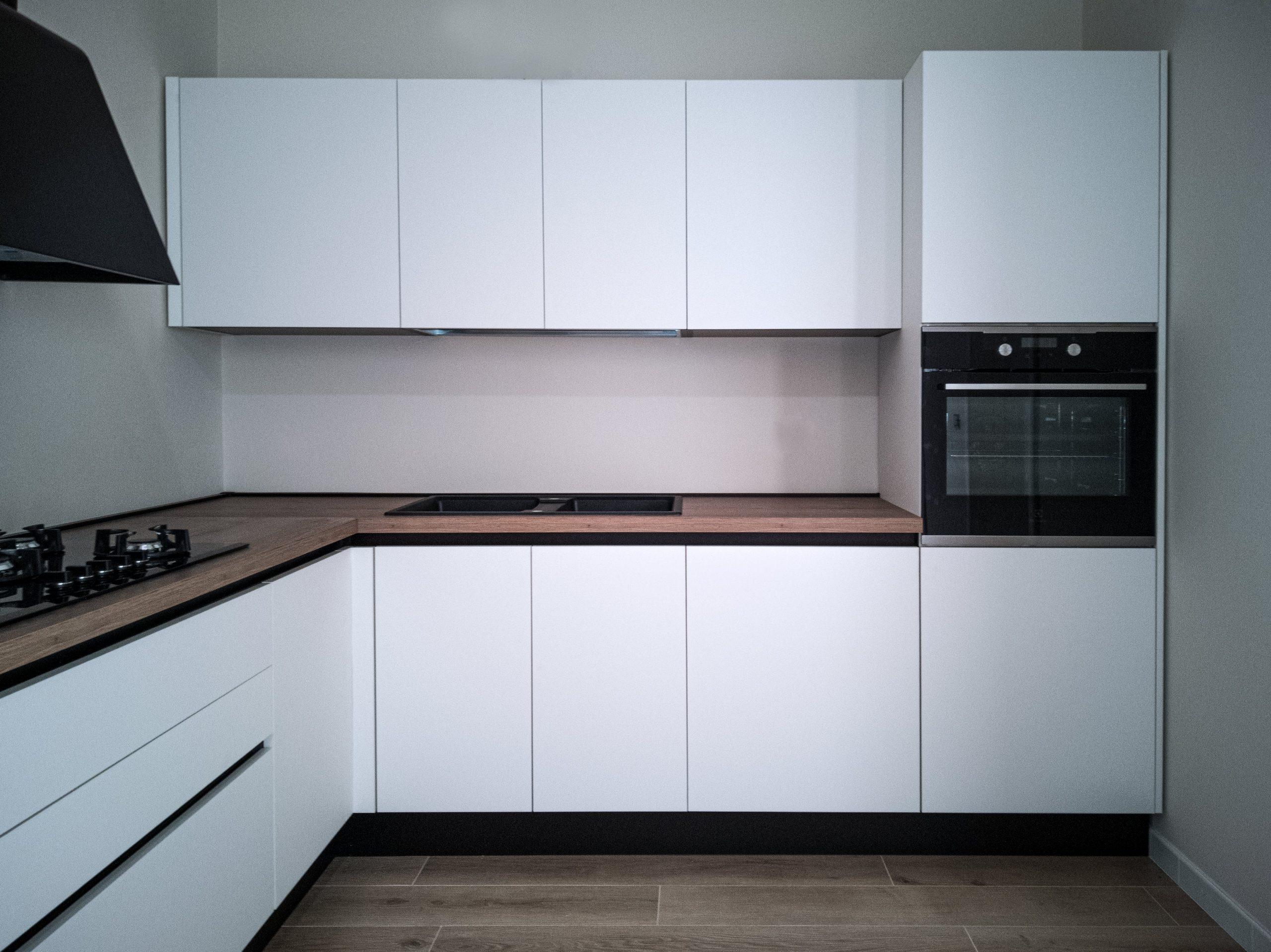 Cucina contemporanea bianco opaco